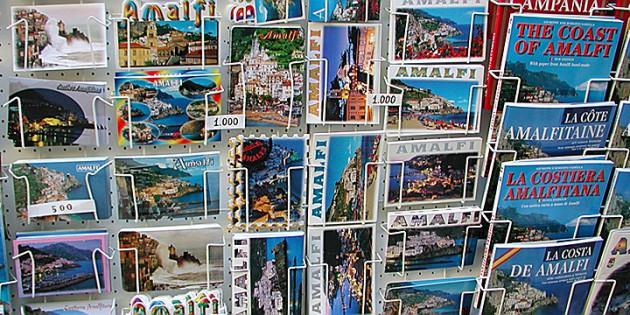 Reisgidsen en ansichtkaarten